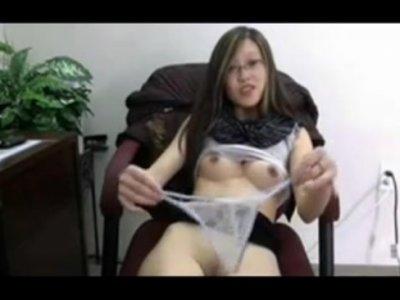 คลิปหลุดสาวใจหื่น นั่งตั้งกล้องตกเบ็ดตัวเองjapanese sexy pornสาวแว่น หีขาวขนหมอยดกมาแต่ไกลเลยนะจ้ะ