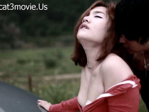 หนังโป๊ไทย รักร้อนมือปืน สาวสวยนมโตโดนมือปืนจับลักพาตัว แต่ดันคิดเงี่ยนอยากเย็ดหีขึ้นมา นางเอกฟินหี