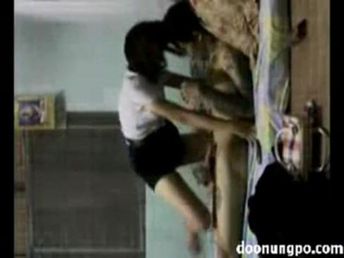 คลิปโป้นิสิตไทย NISIT XNXX ขึ้นคร่อมกระดอแฟนหนุ่มคาชุดนศ เห็นแล้วเงี่ยนเลยครับเสียงไทยชัด