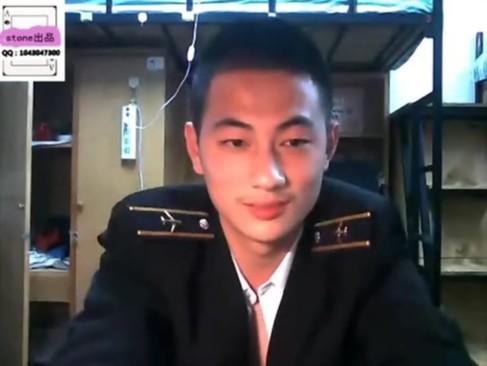 คลิปหลุด gay asian หนุ่มเกย์กัปตันหน้าหล่อ โชว์เสียวเล่นกระจู๋เกย์ ชักว่าวจนน้ำแตกคามือกระดอยาวมาก