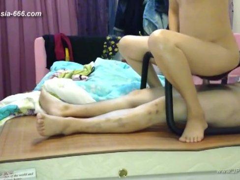 CLIPX สาวน้องนมโตจิ๋มชมพูมาพร้อมกับเก้าอี้หรรษาเครื่องช่วยขย่มเย็ดไม่เมื่อยขา โยกทีเสียบเข้ารูหีอย่างดี