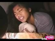 คลิบโป๊ไทย XXX สาวน้อยหน้าคมเข้มโดนกระหน่ำเย็ดหีแรงจนแสบกลีบหีไปหมด แต่ว่าเสียวดีจับกระแทกแรงก็ดีค่ะ