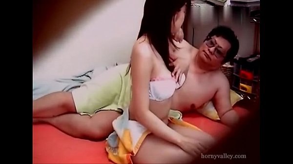 คลิปแอบถ่าย ASIAN XXX เมียสงสัยเตียงมีกลิ่นน้ำหอมดึงความเงี่ยน ตั้งกล้องไว้จับผิดผัวจับได้เล่นชู้กับเด็กมหาลัย