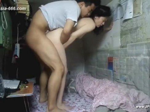 CLIPX หนุ่มสาวนศชาวจีน เอากันที่หอพักถึงห้องจะเล็กแต่จัดกันหลายท่า ยกขาจับเบิร์นเลียหี แล้วขึ้นขย่มต่อจนแตกใน