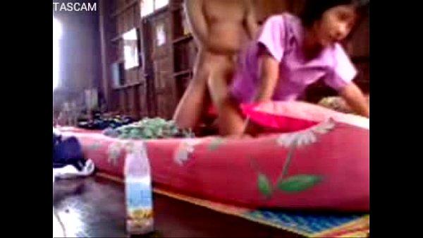 วัยรุ่นไทยใจกล้า คลิปหลุดแอบเย็ดกันกลางบ้านยังเด็กอยู่เลย โดนปี้คาชุดนักเรียน เสียบท่าหมาจนน้ำว่าวพุงใส่ถุงยาง