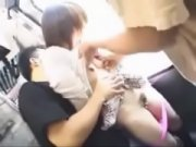 """สาวญี่ปุ่นโดนรุมเย็ดXXXบนรถไฟ """"หลอกเย็ดข่มขืนสาวผมสั้น"""" ยังเด็กอยู่ 18+ ผลัดกันเย็ดแต่ยังซิงหีไม่เปิดเลยนะค่ะ"""