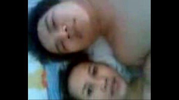 คลิปโป๊ออนไลน์ คู่รักหนุ่มสาวพม่าอัดคลิปเย็ดกันเอง ถ่ายไว้ดูเล่นตั้งกล้องซอยหีท่าหมาเย็ดรัว อึ้บกันเสียวมากเลย