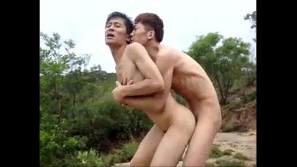 หนังโป๊AVเกย์ เกย์เถ่าแอบเย็ดกันในป่าใหญ่ ซอยก้นoutdoorมันเสียวดีมีคนแอบดูตอนอึ้บ
