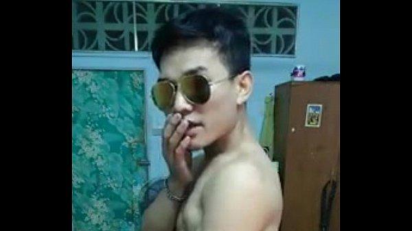 หนุ่มเกย์กล้ามโต Gay xxx โชว์กล้ามยั่วหน้ากล้องเว็บแคม เขี่ยควยจนแข็งแต่เป็นฝ่ายรับนะ