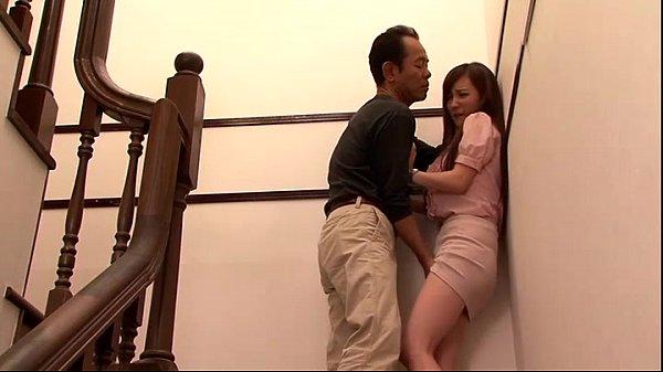 หนังRญี่ปุ่น ลุงยามข่มขืนสาวออฟฟิศดักรอตรงบันได จับปิดปากไม่ให้ร้องก่อนจับเย็ดในห้องเก็บของหีฟิตดีนะหนู