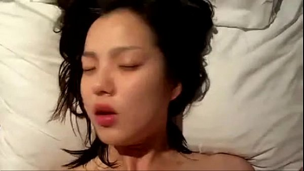 หลุดนางเอกหนังซีรี่ย์เกาหลีดัง หน้าสดจนเกือบจำไม่ได้โดนผัวปลุกลักหลับเย็ดพร้อมถ่ายคลิป