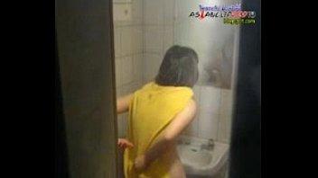 คลิปแอบถ่ายสาวมหาลัยออกค่าย XxX อาบน้ำห้องน้ำต่างจังหวัดเจอเด็กเจ้าถิ่นยื่นมือถือ อาบน้ำล้างหีจนสะอาดนมใหญ่อึ๋มมาก